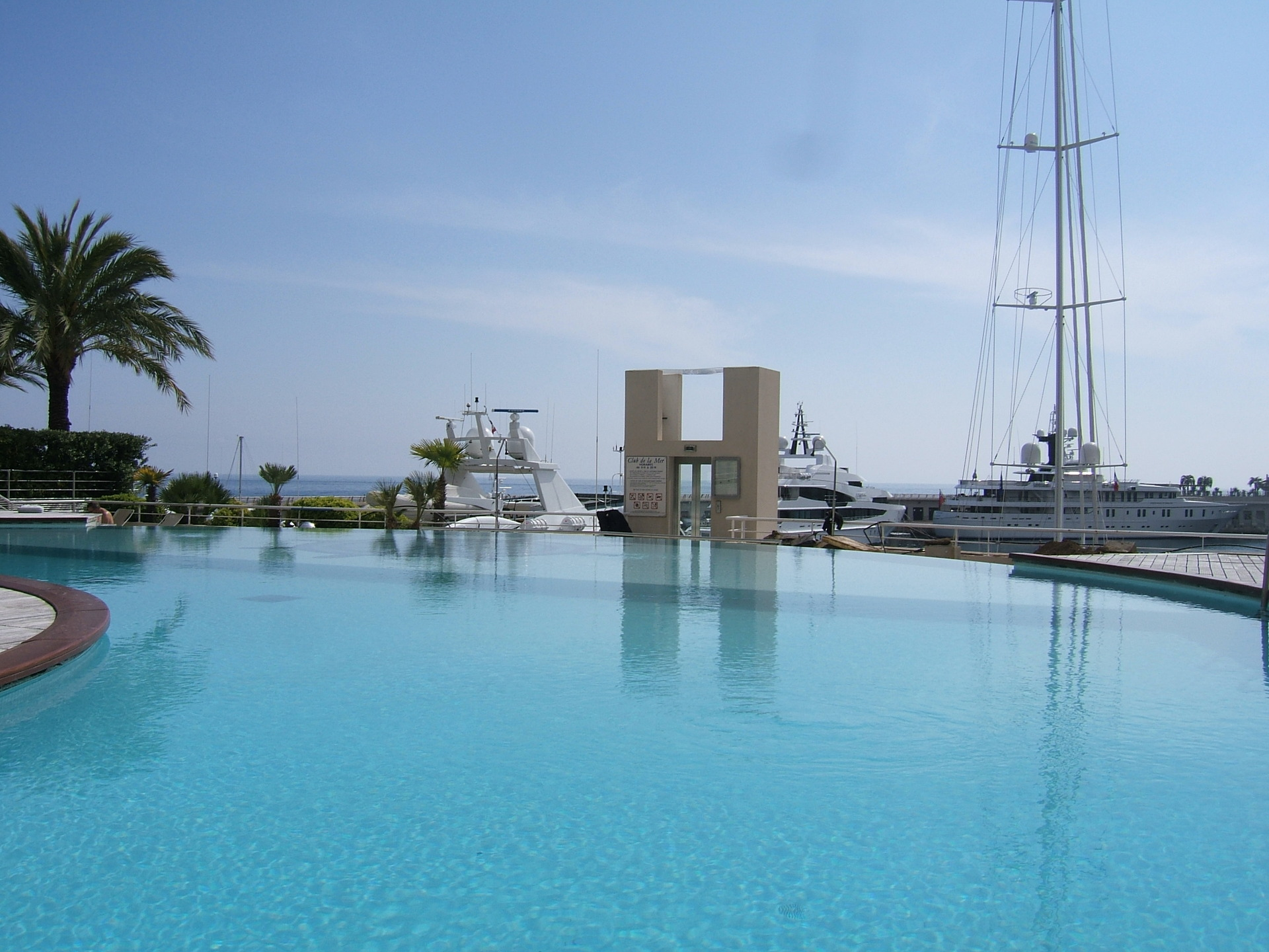 seaside-plaza-Monaco-luxury-pool